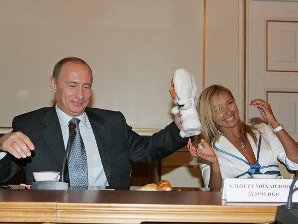 """""""Вдруг проверит жену пресс-секретаря"""": фото Навки с Путиным взбудоражило Сеть"""