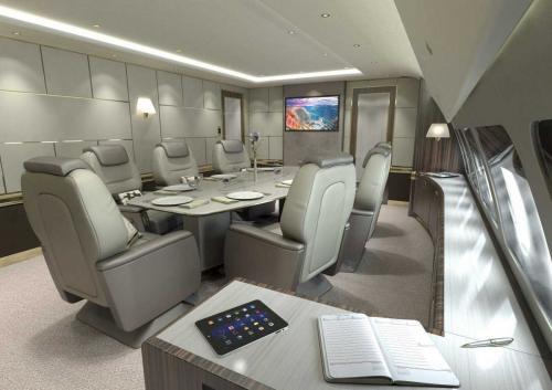Цена не включает в себя стоимость оснащения салона. Взгляните на корпоративный самолет Airbus ACJ319, в котором могут комфортно разместиться восемь человек. У него самый высокий и широкий салон среди бизнес-джетов межконтинентальной дальности.