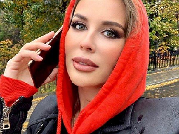 «Зубы — ужас!»: Михалкова из «Уральских пельменей» шокировала Сеть «лошадиной улыбкой» (ФОТО)
