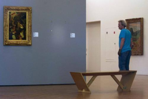 Музей «Кюнстхал» в Роттердаме В ночь на 16 октября 2012 года преступники вынесли из музея «Кюнстхал» в Роттердаме семь картин известных художников конца XIX — первой половины XX веков. Это полотна «Голова Арлекина» Пабло Пикассо, «Читающая девочка» Анри Матисса, «Мост Ватерлоо» и «Мост Чаринг-Кросс» Клода Моне, «Женщина перед открытым окном» Поля Гогена, «Автопортрет» Мейера де Хана и «Женщина с закрытыми глазами» Люсьена Фрейда. Музей «Кюнстхал», где произошла кража, не имеет постоянной коллекции, а выставляет частные собрания произведений искусства. Украденные картины принадлежали частной организации Triton Foundation.
