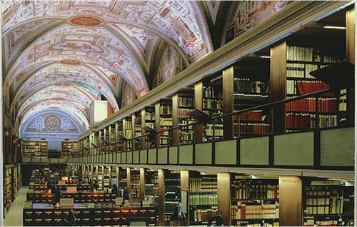Секретные архивы Ватикана Это не просто старинная библиотека, а библиотека Ватикана! Только несколько человек имеют доступ к этим сокровищам. Но не стоит расстраиваться: если вы хотите прочесть какую-то книгу (а все они принадлежат папе римскому), вам отправят ее копию по электронной почте. Очень современно!
