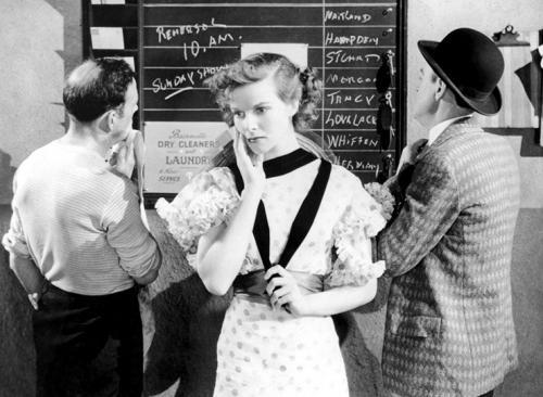 «Ранняя слава» (1933) В этом фильме Лоуэлла Шермана она сыграла молодую актрису Еву Лавлейс, которая приехала покорять Голливуд с напутственным письмом Бернарда Шоу в кармане. Третий фильм в карьере — и невероятная удача!