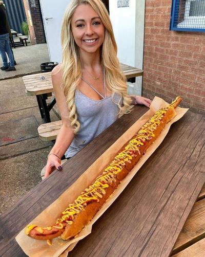 Блогерша раскрыла секрет красоты: как съедать 8000 ккал в день и оставаться худой