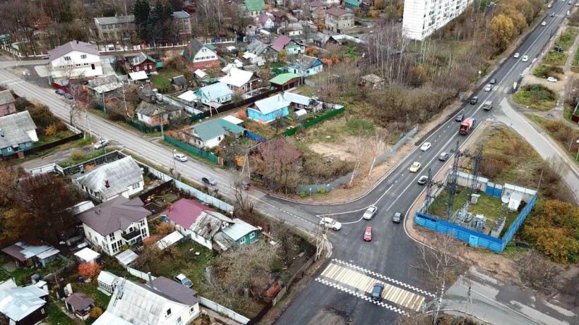Дополнительные полосы движения транспорта обустроили на 4 перекрестках в Дмитровском округе