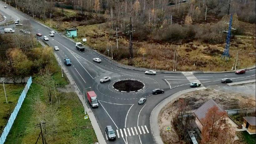 Дополнительные полосы движения транспорта организовали на 26 перекрестках Подмосковья