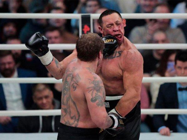 Емельяненко отправил в нокаут Кокляева в боксерском бою