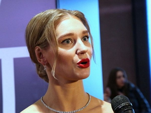 """""""Гарику это неприятно"""": Асмус в слезах отказалась от секс-сцен после скандала с видео из фильма """"Текст"""""""