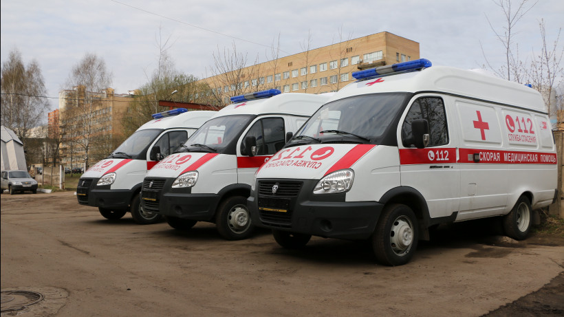 Губернатор вручил заведующим филиалами областной станции скорой помощи ключи от новых машин