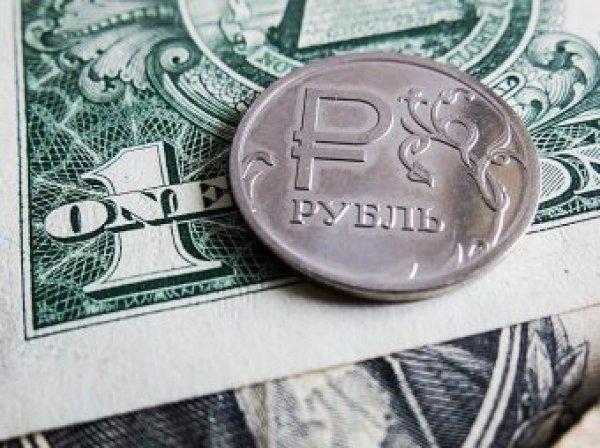Эксперты: курс рубля пробил психологически важную отметку