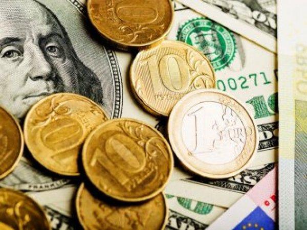 """Эксперты пересмотрели прогноз по курсу рубля в пользу """"деревянного"""""""