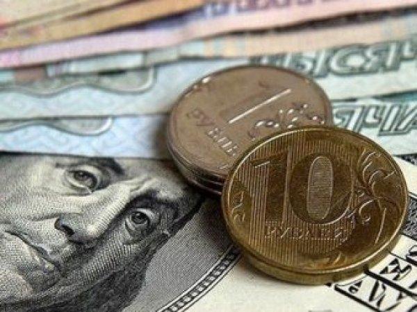"""Эксперты рассказали, почему """"посыпался"""" курс рубля"""