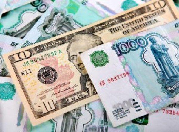 Эксперты: рубль затаился перед бурей