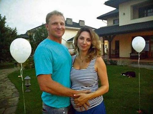 Для обоих супругов это был второй брак, на двоих у них четверо детей. В прошлом году у них появился общий ребенок.