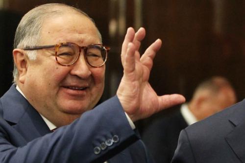 В 1986 году Усманова обвинили в хищении, вымогательстве и мошенничестве и назначили ему наказание в виде восьми лет лишения свободы. Спустя шесть лет Алишер был освобожден досрочно. После выхода из тюрьмы он заявил, что дело было сфабриковано. В 2000 году это подтвердил Верховный суд Республики Узбекистан.