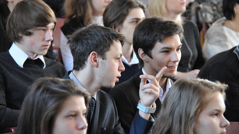 Почти 19 тысяч учеников и педагогов приняли участие в опросе о конфликтах в школе