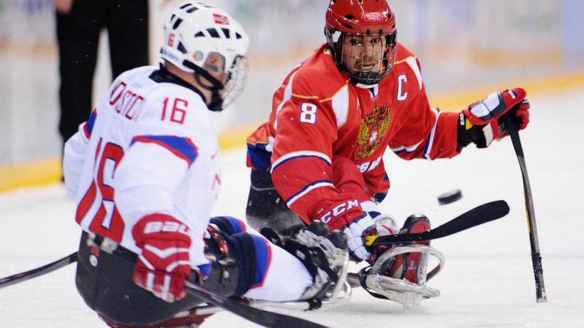 Подмосковные следж-хоккеисты забросили 17 шайб в стартовых матчах чемпионата мира