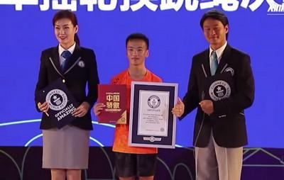 Подросток установил новый рекорд по прыжкам со скакалкой