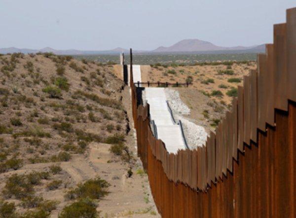 Пограничник подстрелил россиянина, пытавшегося проникнуть в США из Мексики
