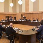 Премьер-министр РФ встретился с деятелями культуры и искусства в Петербурге