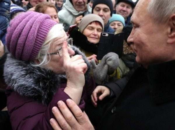 Разрыдавшаяся визгливая пенсионерка вымолила у Путина помощь