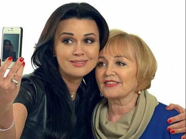 СМИ: мать Заворотнюк могут арестовать