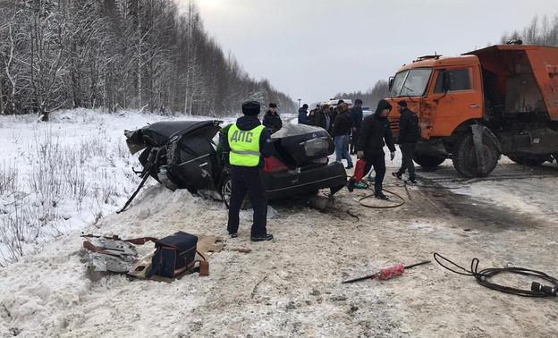 В Кирове 6-летний ребёнок выжил в двух ДТП за день - ее родители погибли