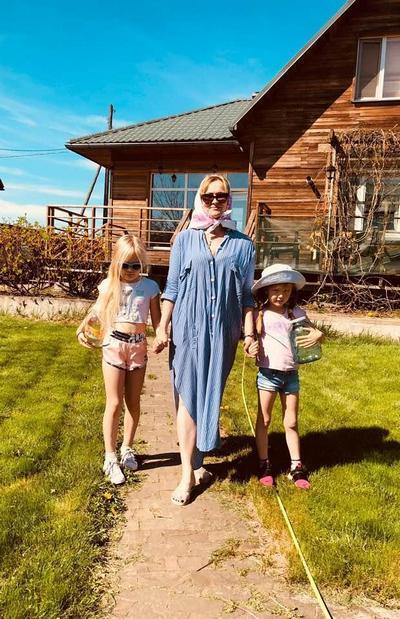 Владимир Машков с внучками очаровал интернет-пользователей