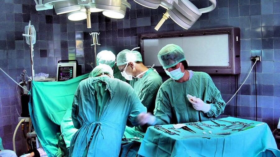 Врачи в Домодедове удалили 15-килограммовую опухоль 80-летней пациентке