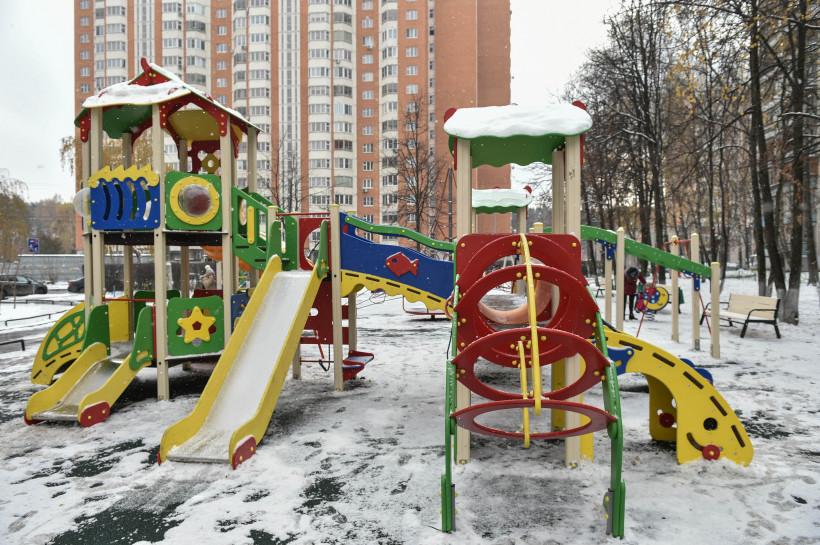 Все детские площадки по губернаторской программе установили в Московской области