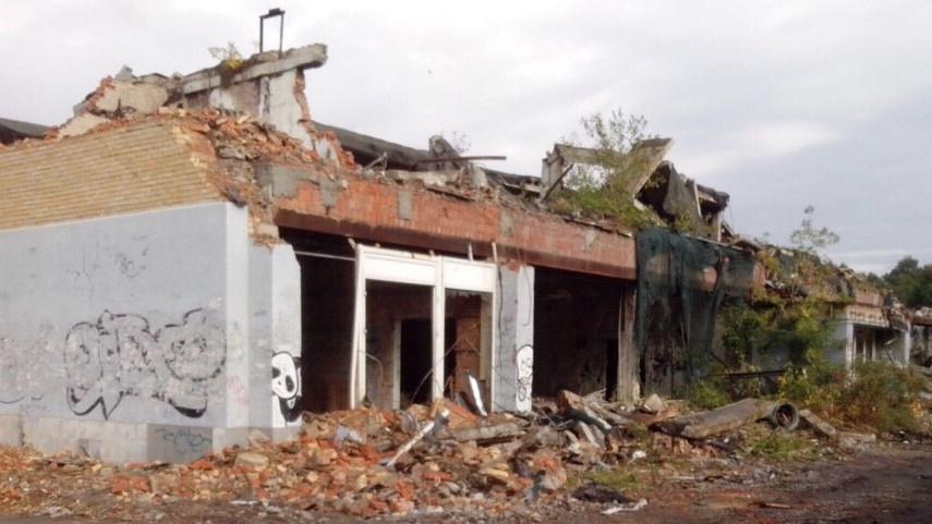 Здание аварийного торгового центра снесли во Власихе