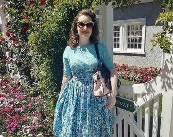 """Девушка уволилась с работы, чтобы жить """"как домохозяйка 50-х годов"""""""