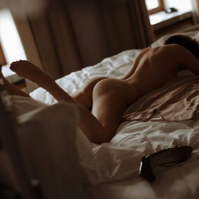 Голый зад подруги Собчак запустил флешмоб среди российских звезд, спровоцировав скандал