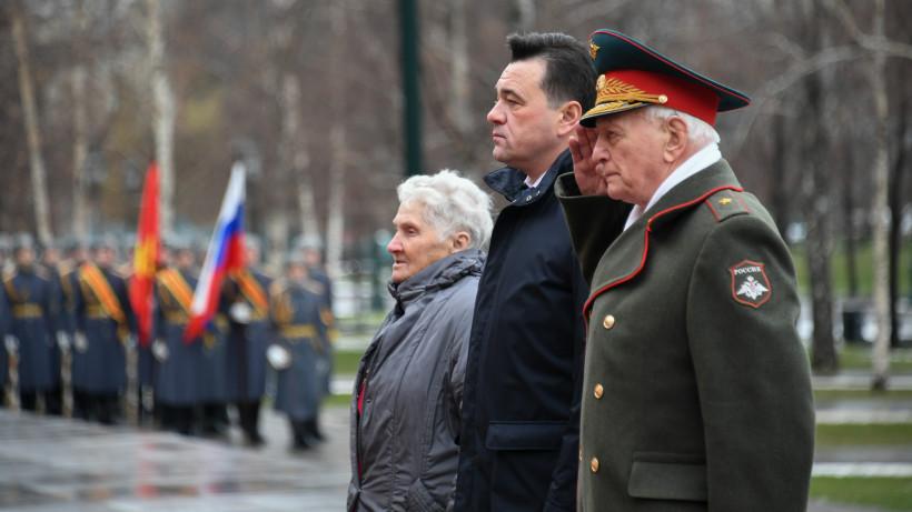 Губернатор возложил цветы к Могиле Неизвестного солдата в Александровском саду