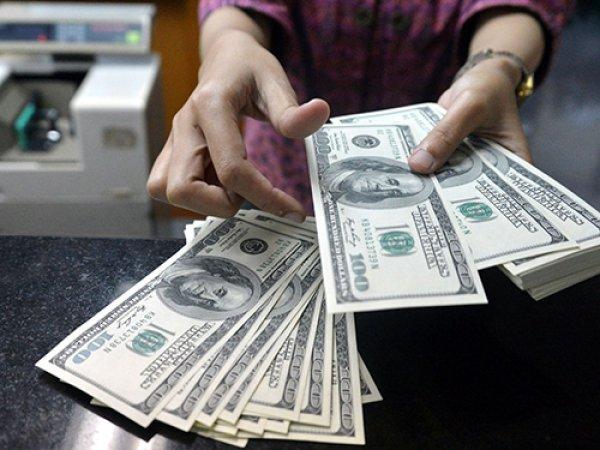 Эксперты ожидают падения курса доллара