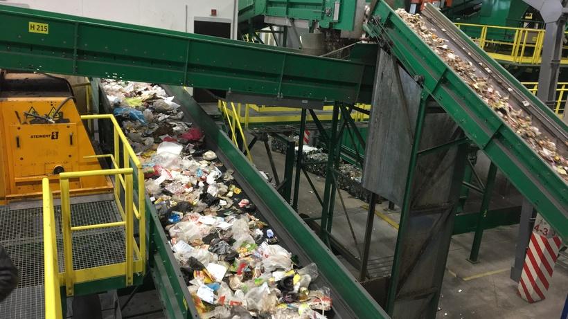 Коммунальные отходы после закрытия мусорных полигонов распределят на КПО в Подмосковье