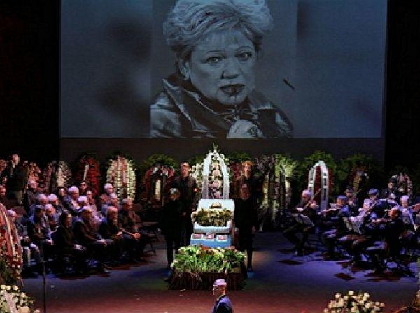 Наине Ельциной стало плохо у гроба Волчек