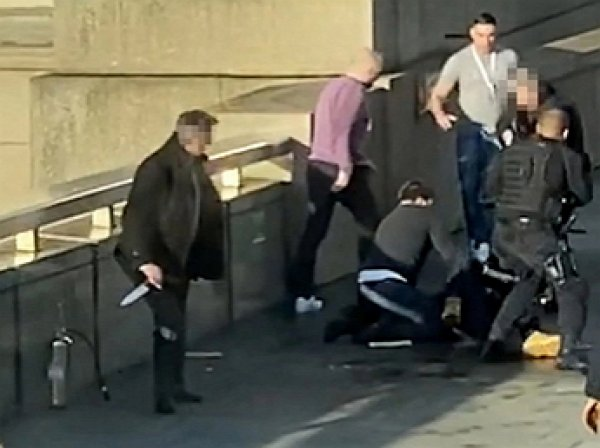 Обезвредивший лондонского террориста бивнем нарвала убийца попал на видео