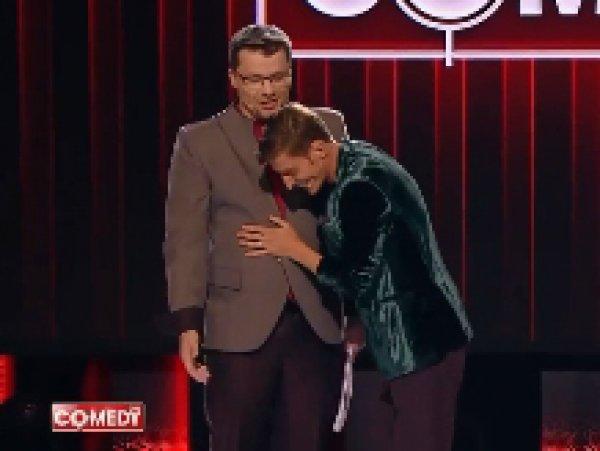 """Очко запотело"": Харламов и Воля показали ласки от эксперта-сексолога на сцене Comedy Club"