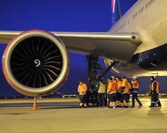 Пассажиры сняли на видео утечку топлива из летящего самолета
