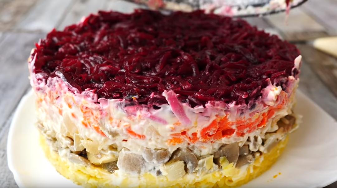 Рецепт необычного салата на Новый год 2020: просто и со вкусом
