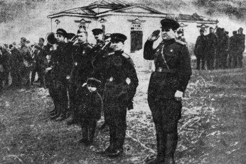 После войны его усыновил командир полка, подполковник Воробьев. Приемной матерью стала старшина медицинской службы Нина Бедова, на которой женился Воробьев.