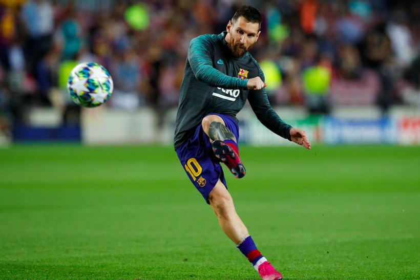3. Лионель Месси, футбол: $750 млн Зарплата Месси от «Барселоны» за 2019 год ― самая высокая среди игроков в командных видах спорта.