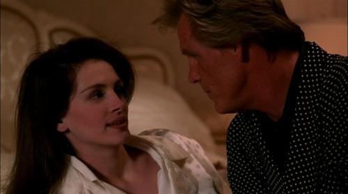 Робертс рассказывала, что Нолт был «отвратителен» и «казалось, что он специально раздражает людей». Ник ответил в том же духе: «Нехорошо бросаться такими словами. Но она и сама нехорошая. Все это знают». Вражда была забыта в 2009 году, когда актеры оказались в одном ток-шоу и Джулия очаровала Ника.