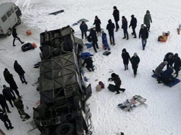 Стали известны детали и причина ДТП в Забайкалье, где в рухнувшем с моста автобусе погибли 19 человек