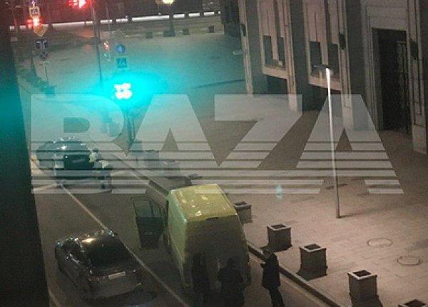 Стрельба в центре Москвы у здания ФСБ попала на видео: есть жертвы