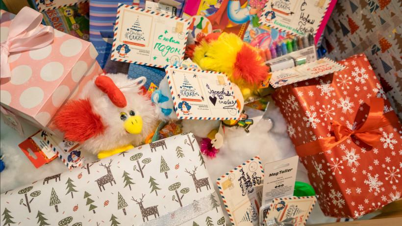 Свыше 400 подарков собрали участники акции «Стань Дедом Морозом!» для ребят из детских домов