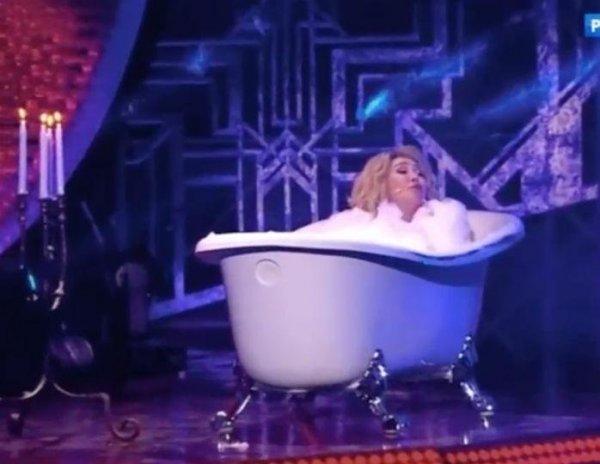 «Унитаз на очереди»: 65-летняя Успенская всех шокировала, приняв голой ванну на шоу Малахова