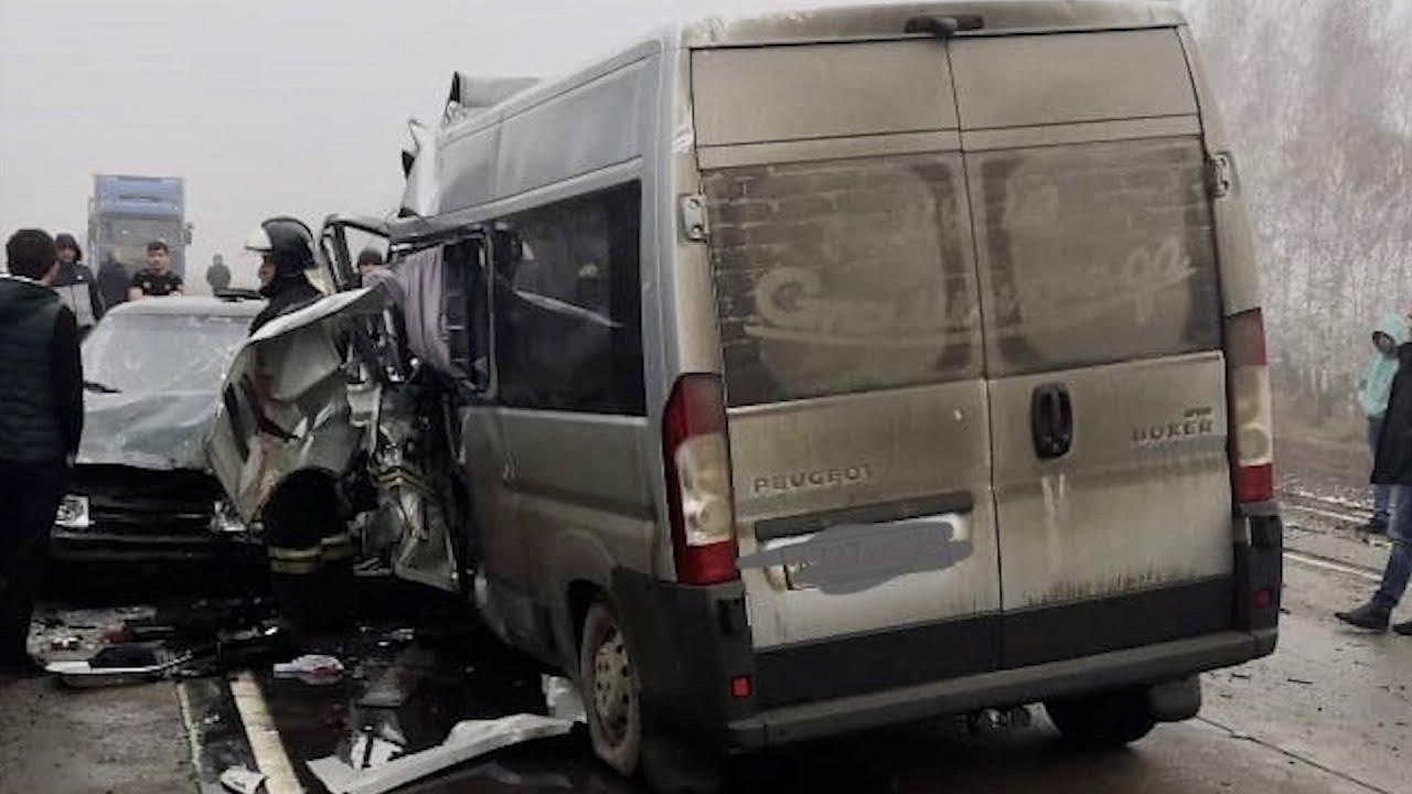 В ДТП под Воронежем по дороге в аэропорт погибли 5 человек