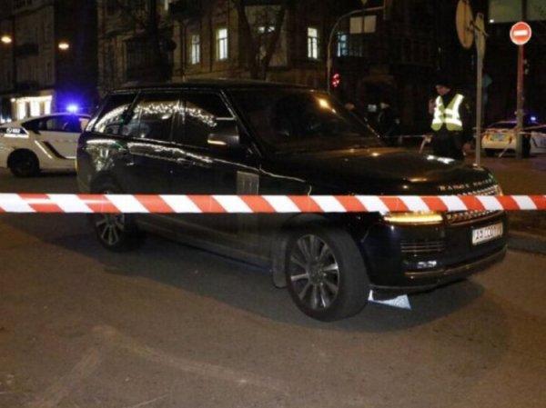 В Киеве расстреляли автомобиль депутата. Погиб его 3-летний сын
