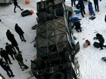 В Забайкалье врачи спасли ребенка беременной пассажирки упавшего с моста автобуса